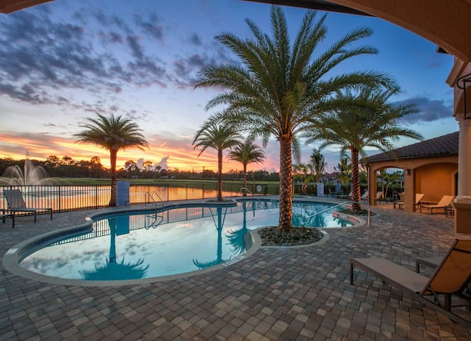*LUXURY RESORT SUITE* NEAR ALL ORLANDO ATTRACTIONS
