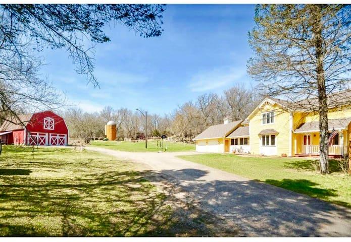 Hobby Farm Barn Loft