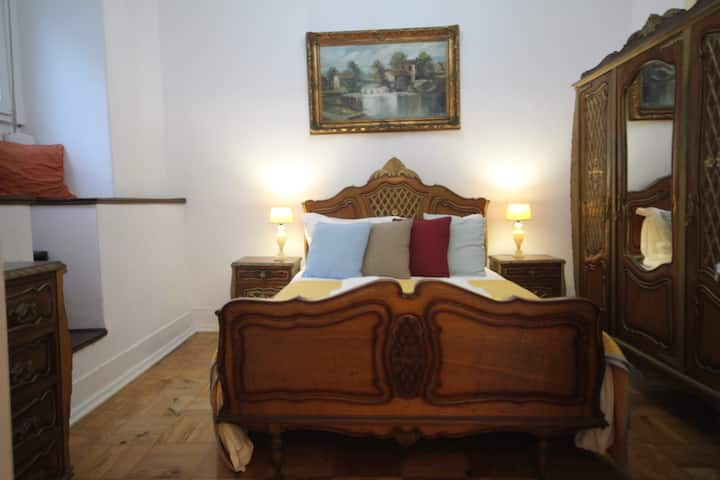 Antique, Amazing double room in Marques de Pombal