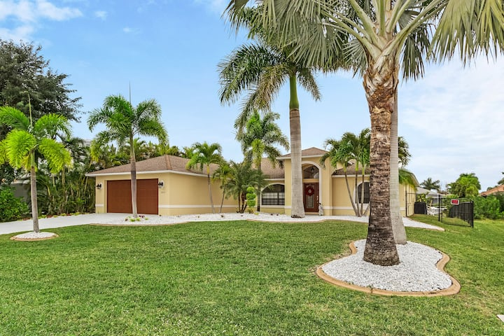 Exquisite Vacation Home W/ Private Pool!