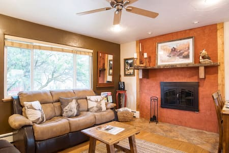 """Perfect """"Home Away From Home"""" NearTown w/ Hot Tub!"""