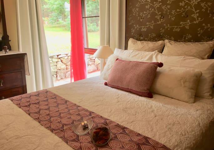 Crimson villa main bedroom