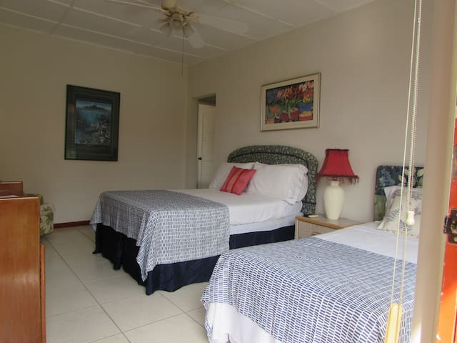 COZY AND VERY AFFORDABLE APARTAMT - Playa Flamingo