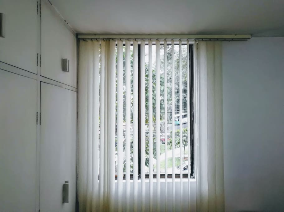Ventana con vista a la calle / window with steet view