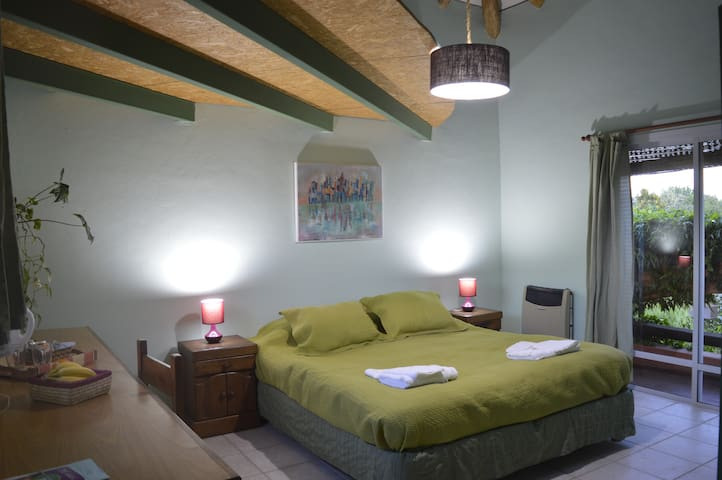Beautiful Private Room, Town Chacras de Coria!