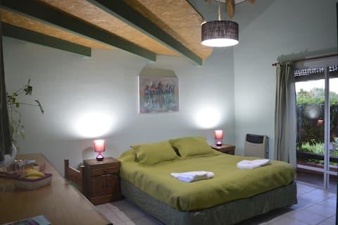 Beautiful Private Room, Town Chacras de Coria!