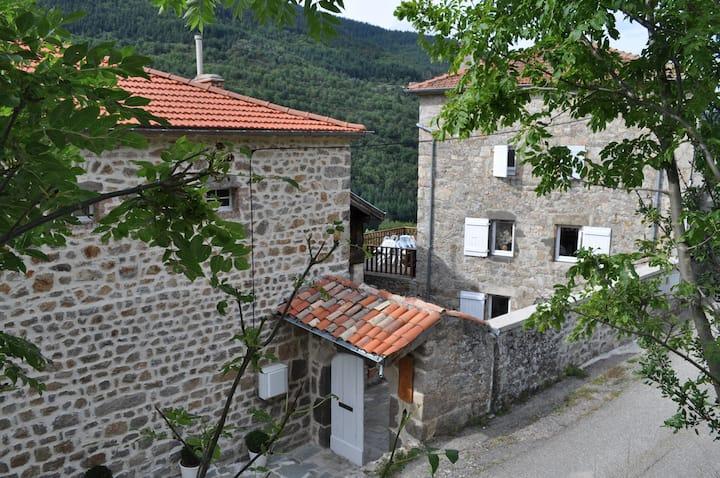 sérénité et nature dans un petit village d'Ardeche