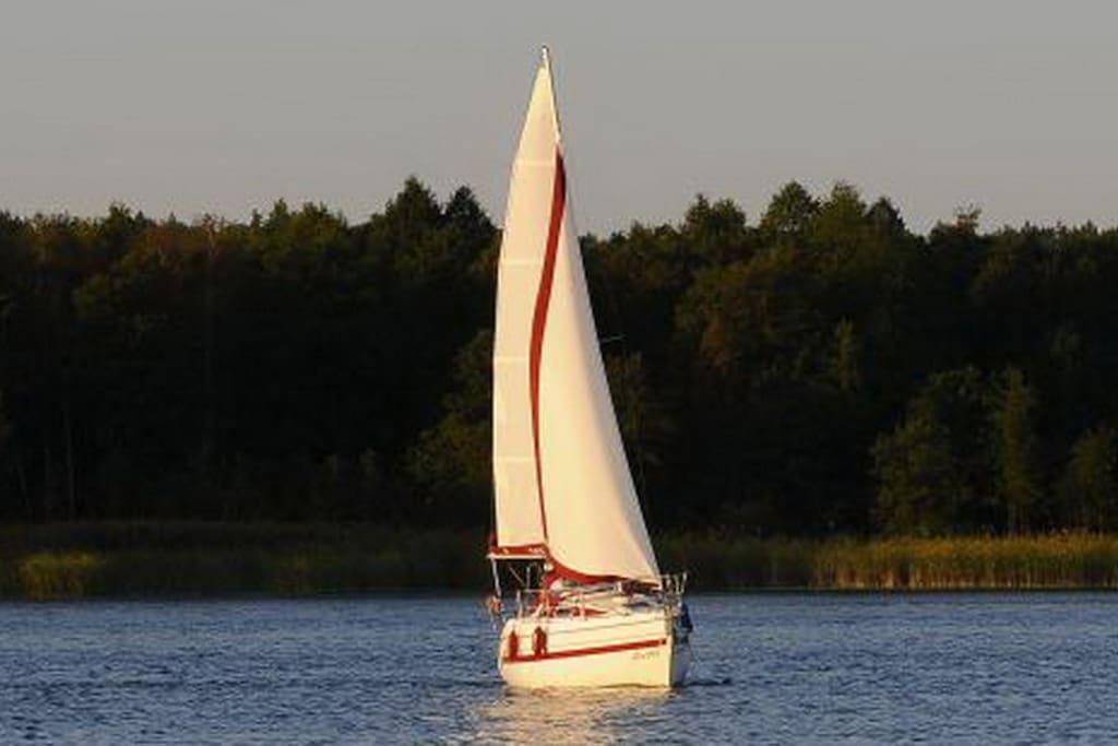 Bei Interesse bieten wir auch ein Segelerlebnis auf unserer neuen Yacht an.