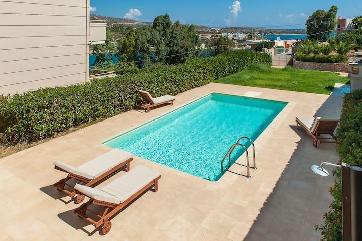 New holiday villa with sea view to Loutraki bay - Akrotiri - Villa