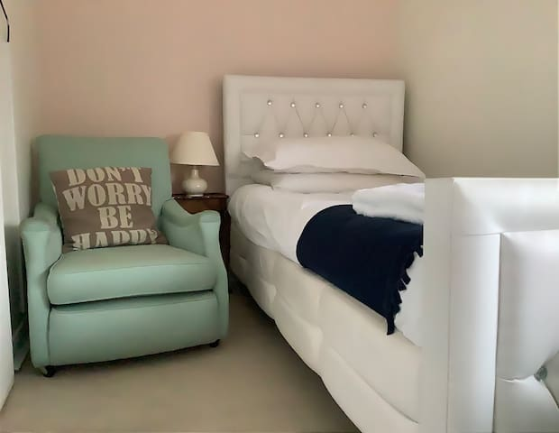 Double room with 2 Single bed, white clean linens and fluffy towels