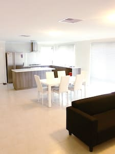 Centrally Located! Affordable NEW Modern room - Bentley - House