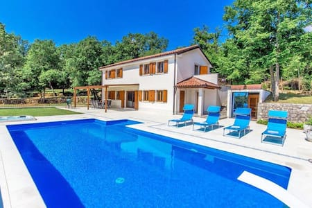 Luxurious villa, quiet rural location and sea view - Opatija