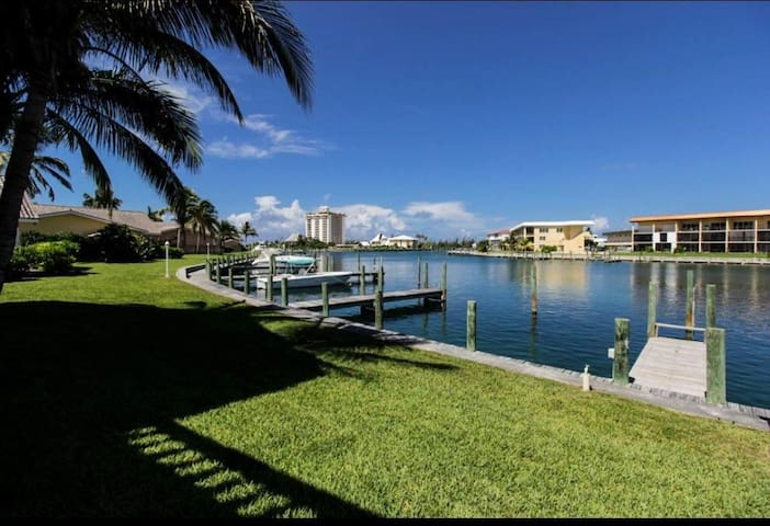 Huge Waterfront Condo with Balcony