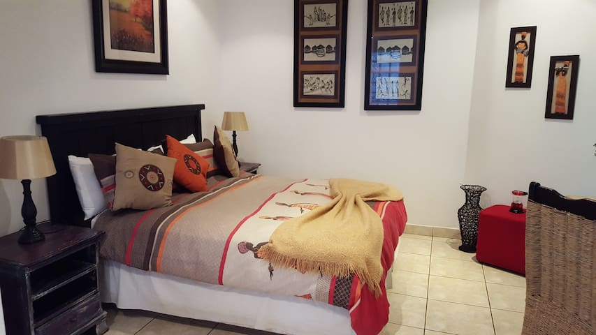 Old N New BnB, Umhlanga - For Keeps - Umhlanga - Bed & Breakfast
