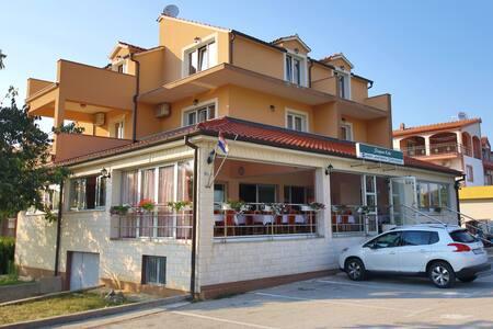 Guest accomodation Slapovi Krke - Lozovac - Bed & Breakfast