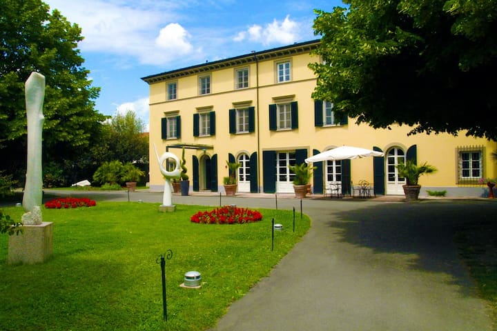 Boutique Stay in Villa in Tuscany, Lucca