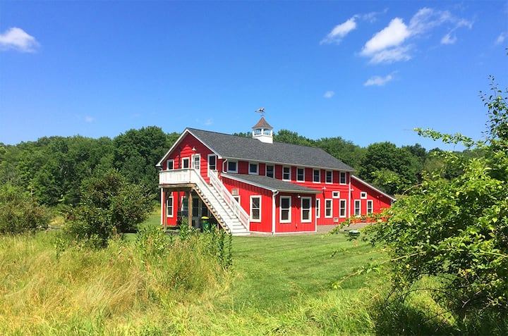 New Paltz 19th cent. Restored Barn - North Hayloft