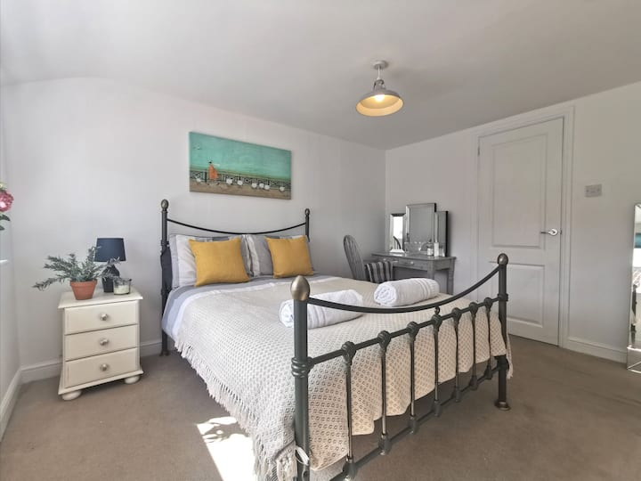 Bright and sunny one bedroom apartment
