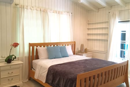 White Cottage Dream Home minutes from Dadeland! - Casa