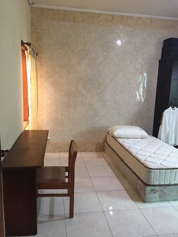 Private room in a priceless area @Setiabudi Timur - South Jakarta - Hus