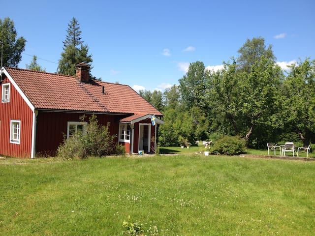 Idylliskt Torp från 1832 vid Rånäs