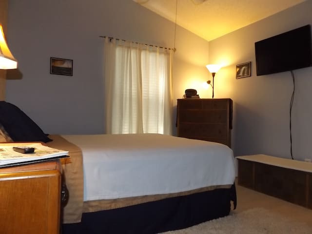 5 star host - Fuzzy Room - The Real Florida - Riverview