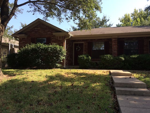 3 bed/3 bath 1.7 miles from Kyle Field