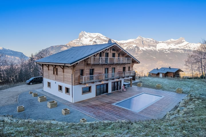Superb self-catered chalet for 14 in Saint Gervais