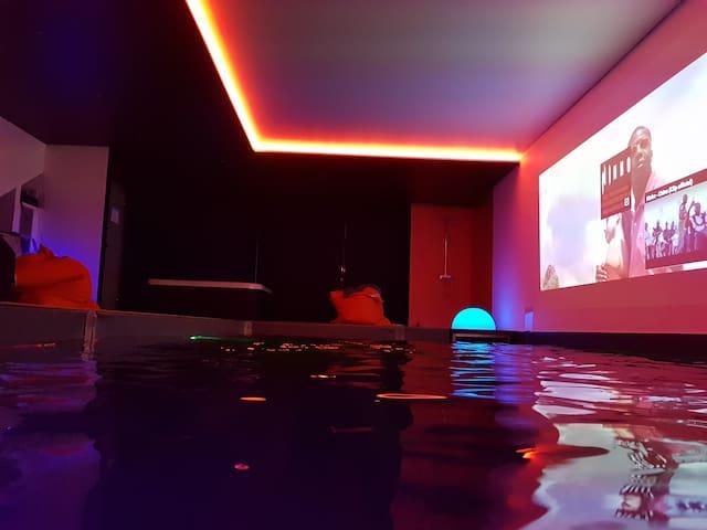 ambiance en soirée avec son vidéo projecteur