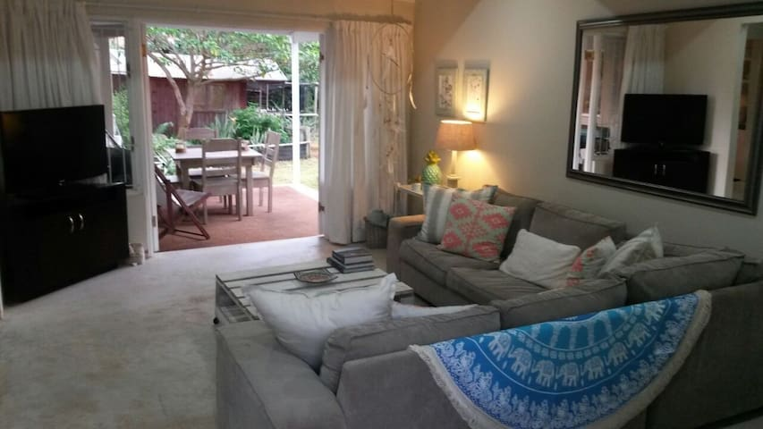Modern Cottage with garden. - Durban North - Appartement