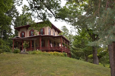 Union Hill Inn Bed and Breakfast - Ionia