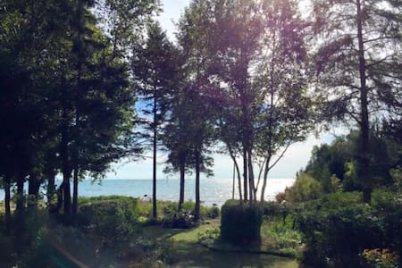 Lake Huron Waterfront Cottage - Northern Bruce Peninsula