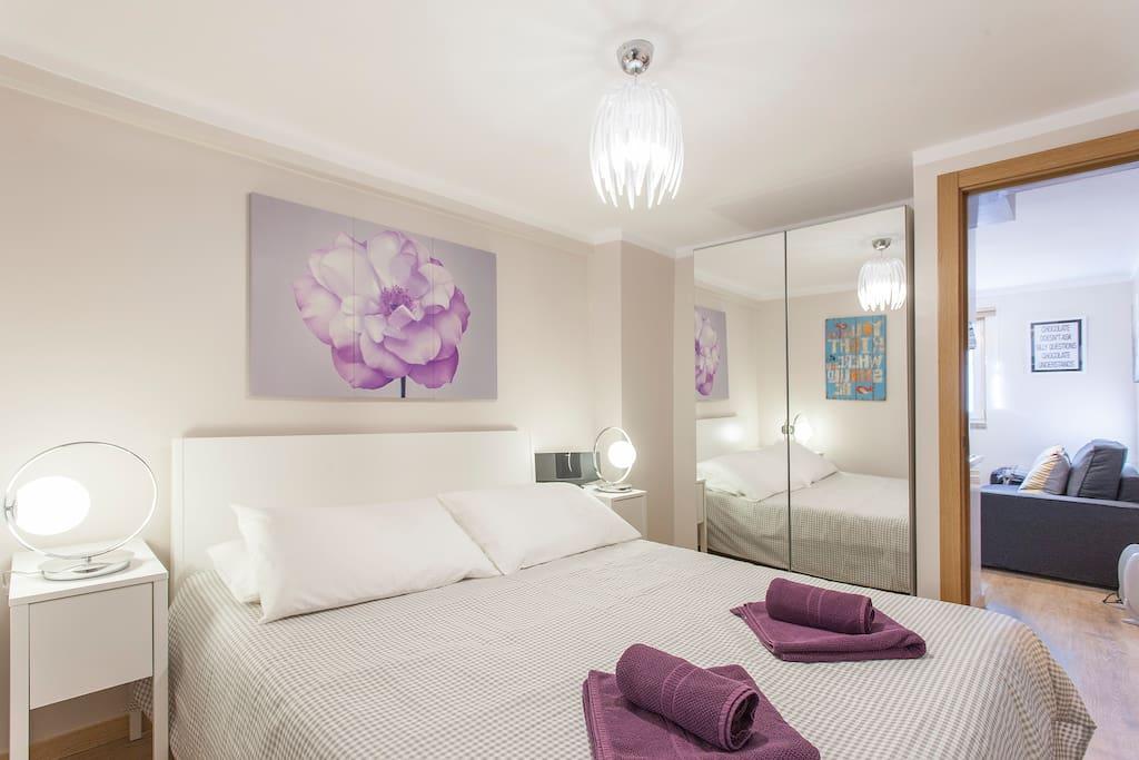 Un grand lit (1'60) de haute qualite va vous donner un endroit ideal pour bien dormir a Lisbonne.