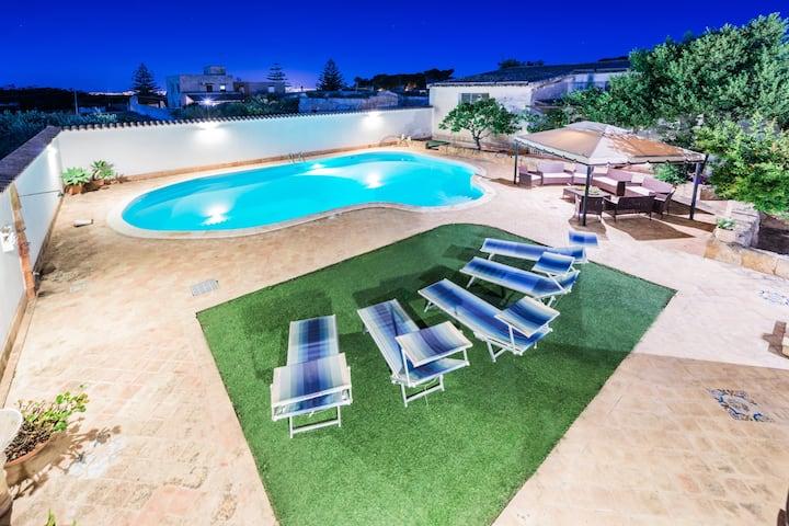 Villa, piscina, aire acond, mar 3km