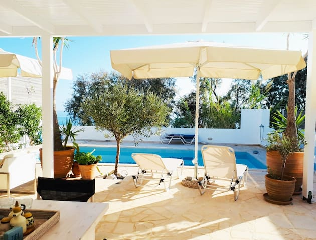Unique Seaside Villa: private relax in Koutsouras