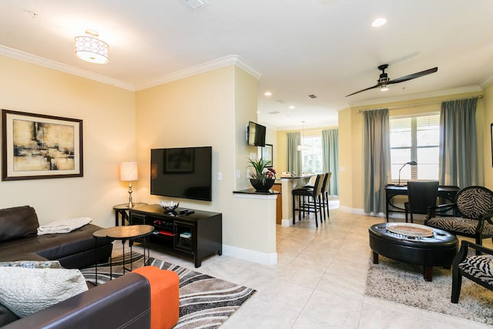 Newly renovated on resort close to Disney parks