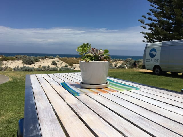 Chilled Beach House - Scarborough - Apartment