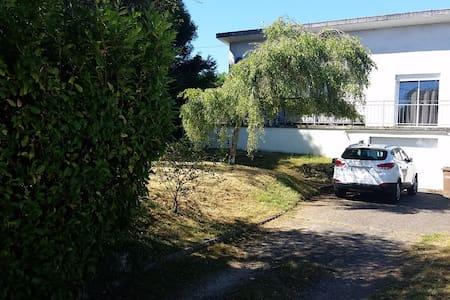 maison spacieuse avec jardin - Surgy