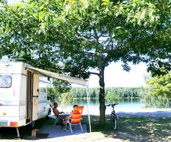 Abenteuer Wohnwagen Urlaub direkt am Pahna See