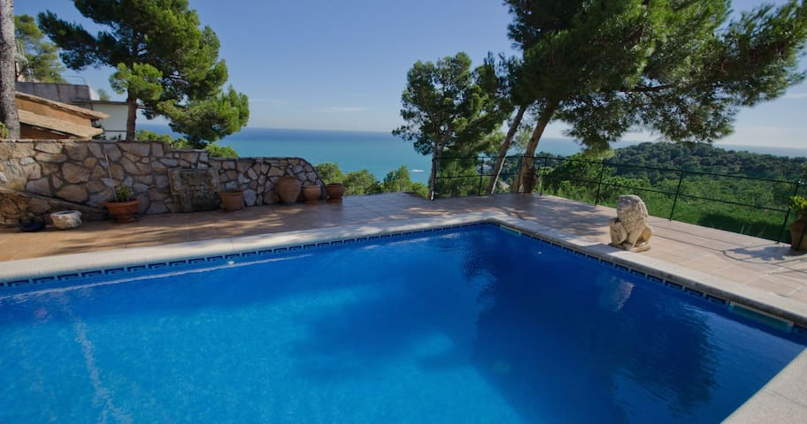 Villa located in the quiet state of Aigua Gelida, just 1'5 Km from the front beach of Ta - Tamariu
