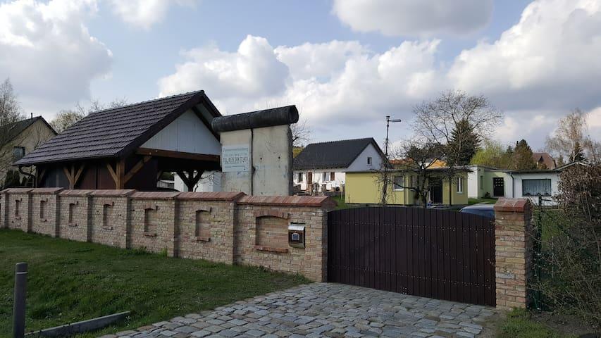 Haus Berliner Mauer - Panketal - Rumah