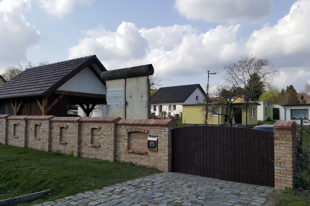 haus berliner mauer houses zur miete in panketal. Black Bedroom Furniture Sets. Home Design Ideas