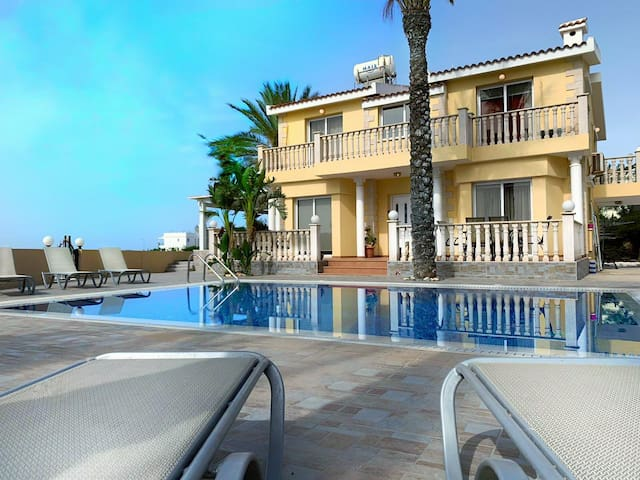 Beach villa, Sea View, Large Pool, 4 Bedroom