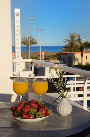 Вeautiful Tawnhouse with parking, Wi Fi,beach - Canet d'en Berenguer - Casa de vacances
