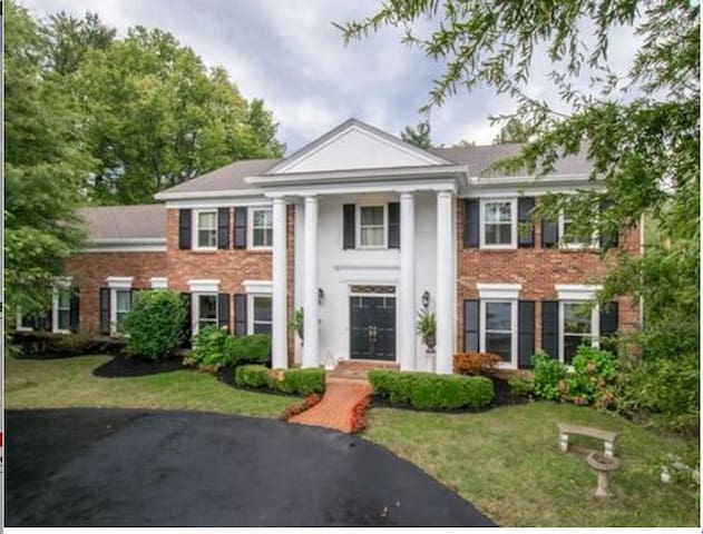 Executive Stays or Family Getaways - Louisville - House