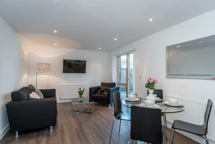 Modern stylish flat with London landmarks nearby