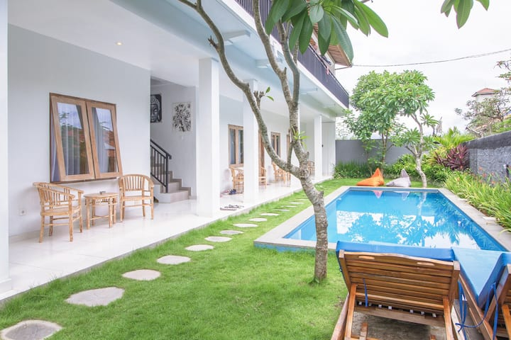 Room in Gu with Pool & Garden 2 Mins to The beach