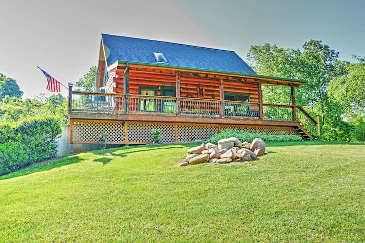 'Lakewood Lodge' Hiwassee Cabin w/ Dock Access!
