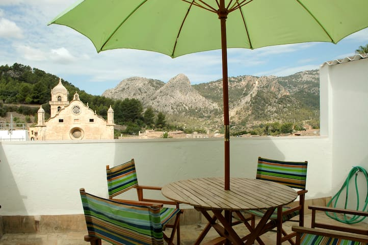 Houses with panoramic views in Tramuntana mountain range