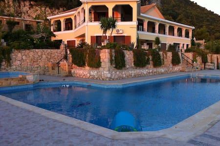 Villa Akros and Suites - Limni Keriou